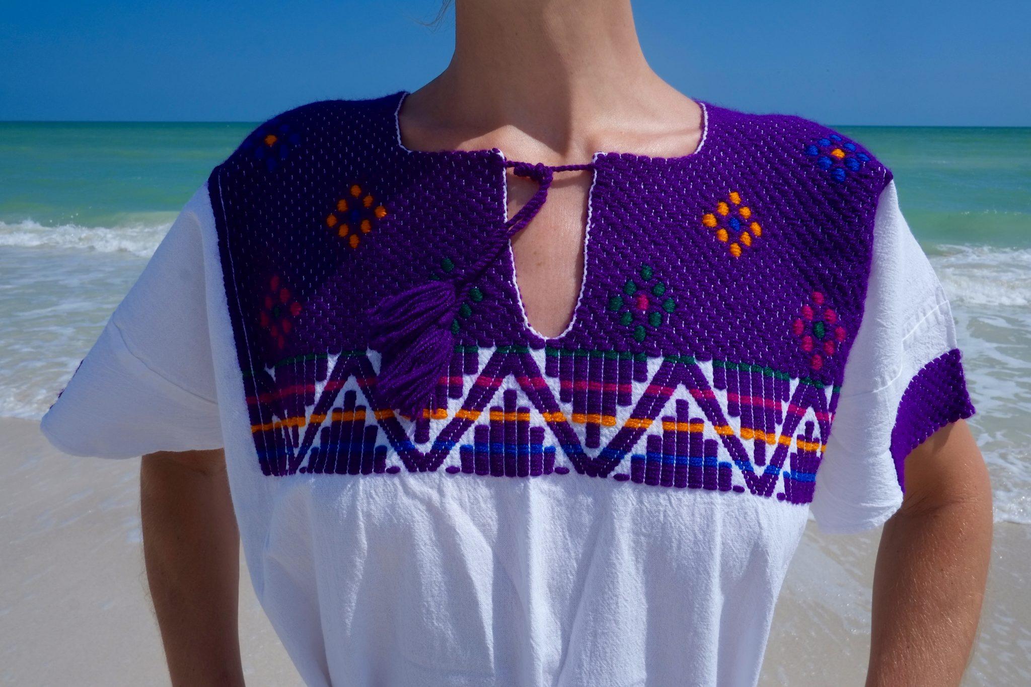 Handbesticktes Kleid Oaxaca