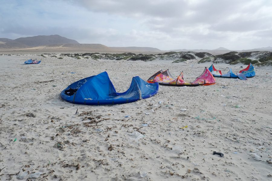 Kitesurfer Beach Clean-up